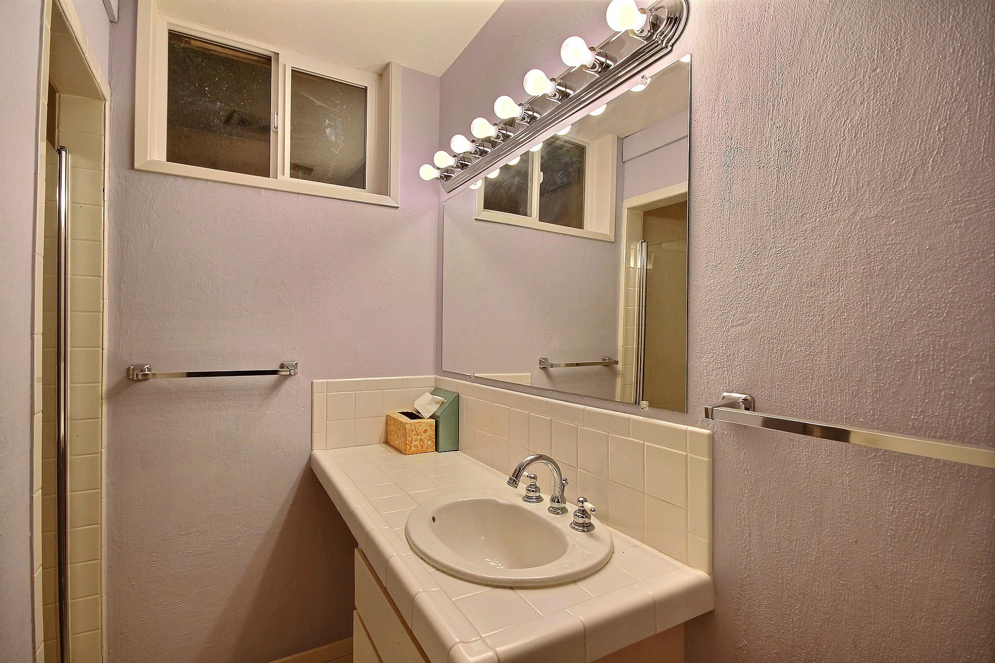 exposio_17_bathroom_2_01_3435_sw_gale_av